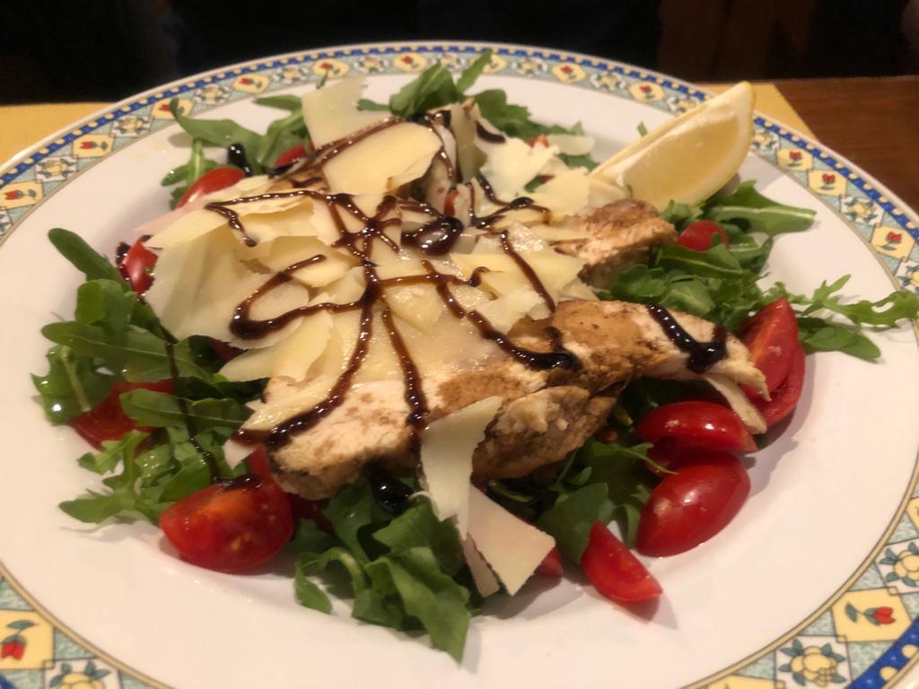 Il Carro - pollo in aceto balsamico, rucola, pomodorini, grana